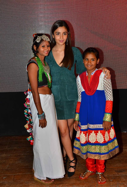 Alia Bhatt Super Sexy Legs and Cleavage Show At Sangram Singh Woh Padhegi Woh Badhegi Campaign Launch
