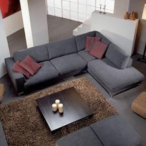 o sof em uclud como j dito ocupa menor espao do que quando comprado dois dois e trs lugares e como estes sofs possuem grandes tamanhos e cores