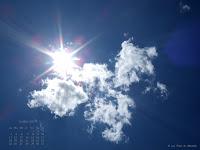 Fond d'écran juillet / août 2011 - Soleil dans un ciel bleu d'été en Ardèche