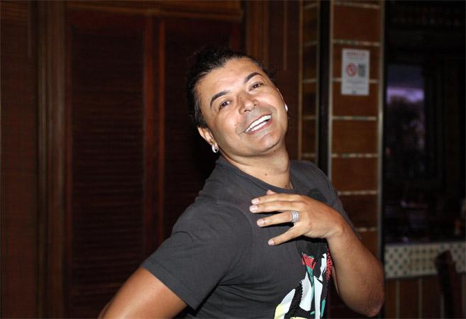 David Brazil faz vídeo nu e posta na web: 'Não vejam'