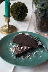 Täyteläinen suklaakakku