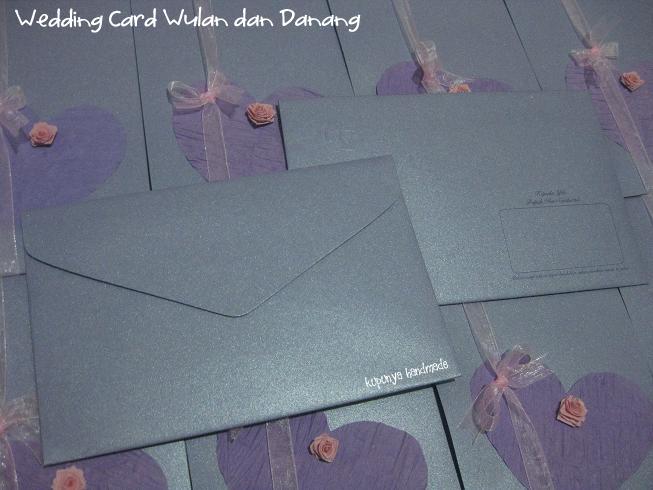 ... depan kartu bukan yang ada hiasan love ungu dan mawar pink tapi