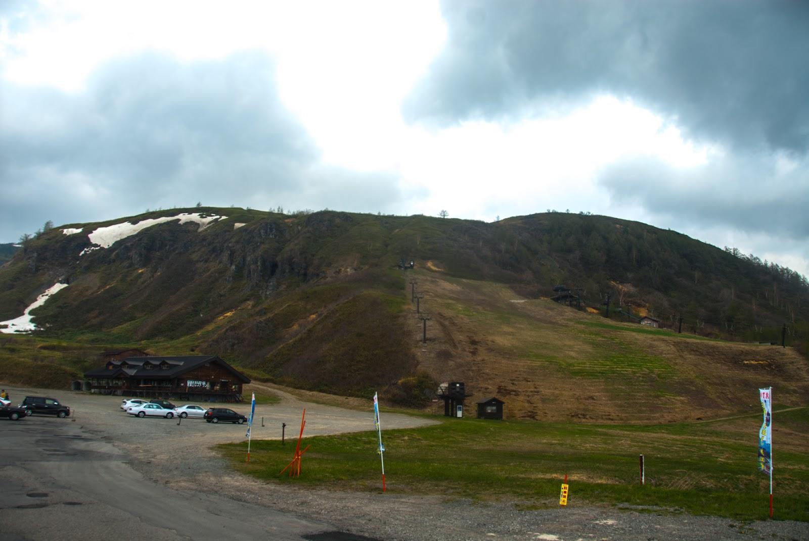 山とロープウェイ