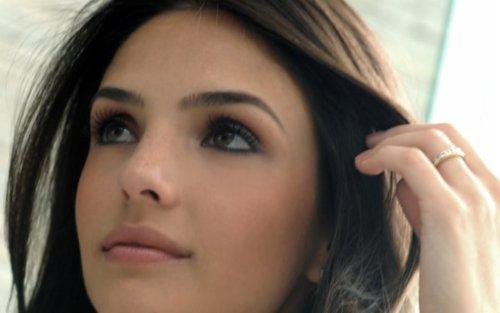 الفائزه بلقب The eyes of Miss Sports Caroline+Celico+Kaka+wife+%252813%2529