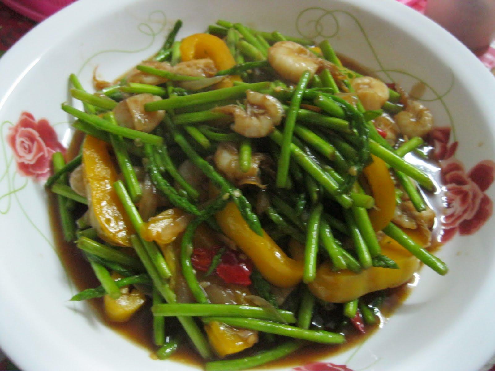 Dari Dapur Maklong: Asparagus Goreng Bersos Tiram