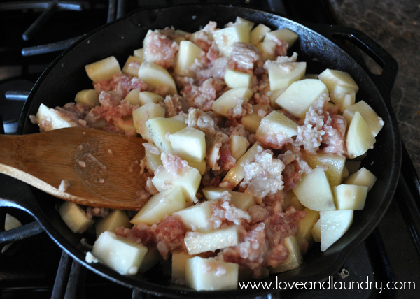 One Skillet Breakfast Burritos from www.loveandlaundry.com #recipe #breakfast