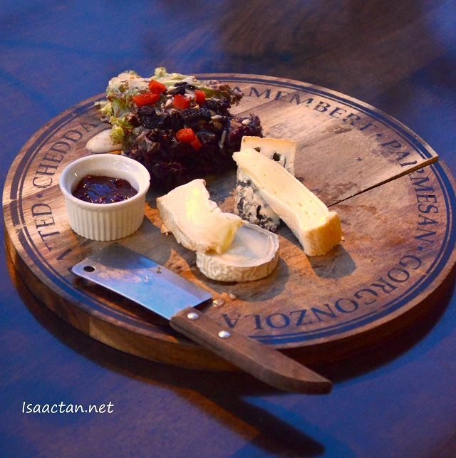 Cheese combination platter