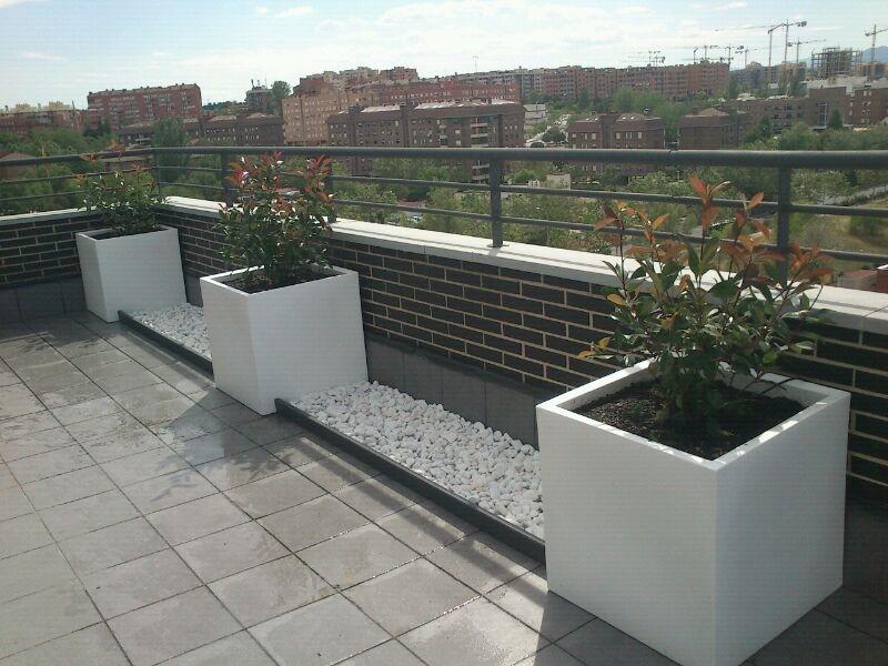 Tico con jardineras vondom paisaje libre - Jardineras para terrazas ...