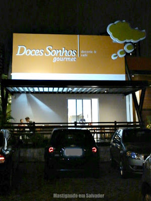 Doces Sonhos Doceria: Fachada da loja da Av. Paulo VI