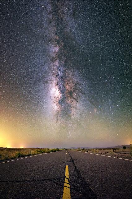 Con đường dẫn tới những vì sao. Tác giả : Tyler Sichelski.