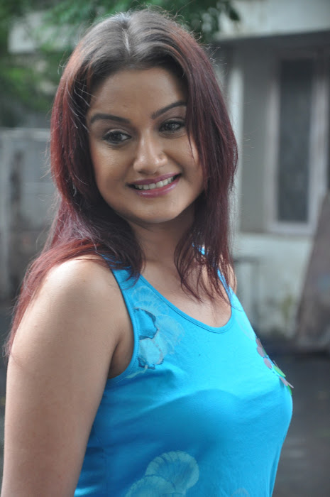 sonia agarwal new spicy hot images