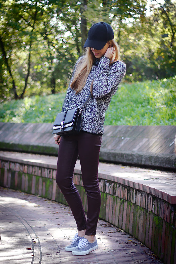 casual weekend wear, sporty look, zara bag, superga sneakers, cap, fluffy sweater