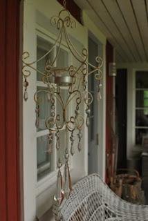 Tuikkukristallikruunu - Mummonmökki-tyyliin sisustettu terassi