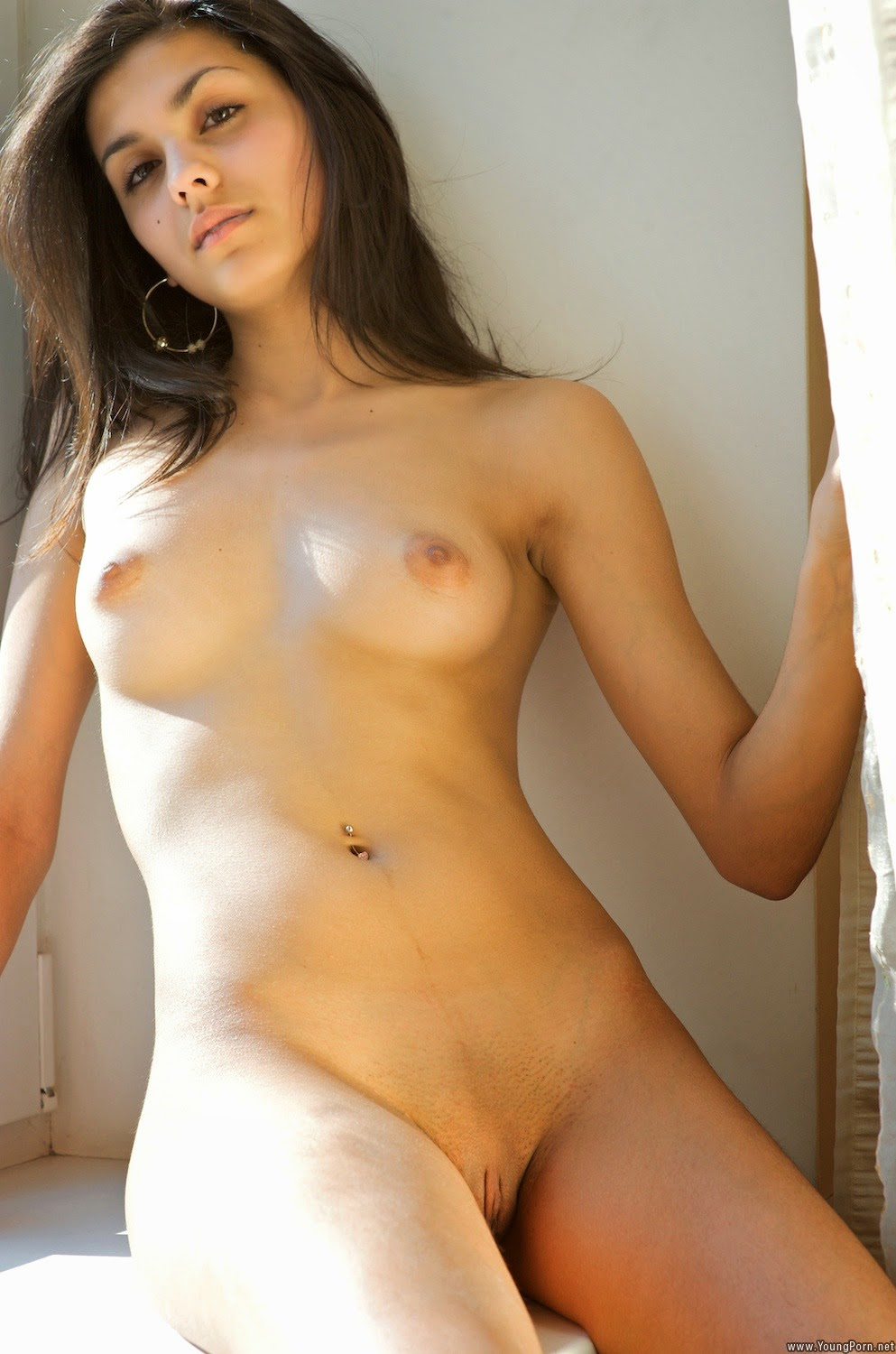 Teen girl nude clothed