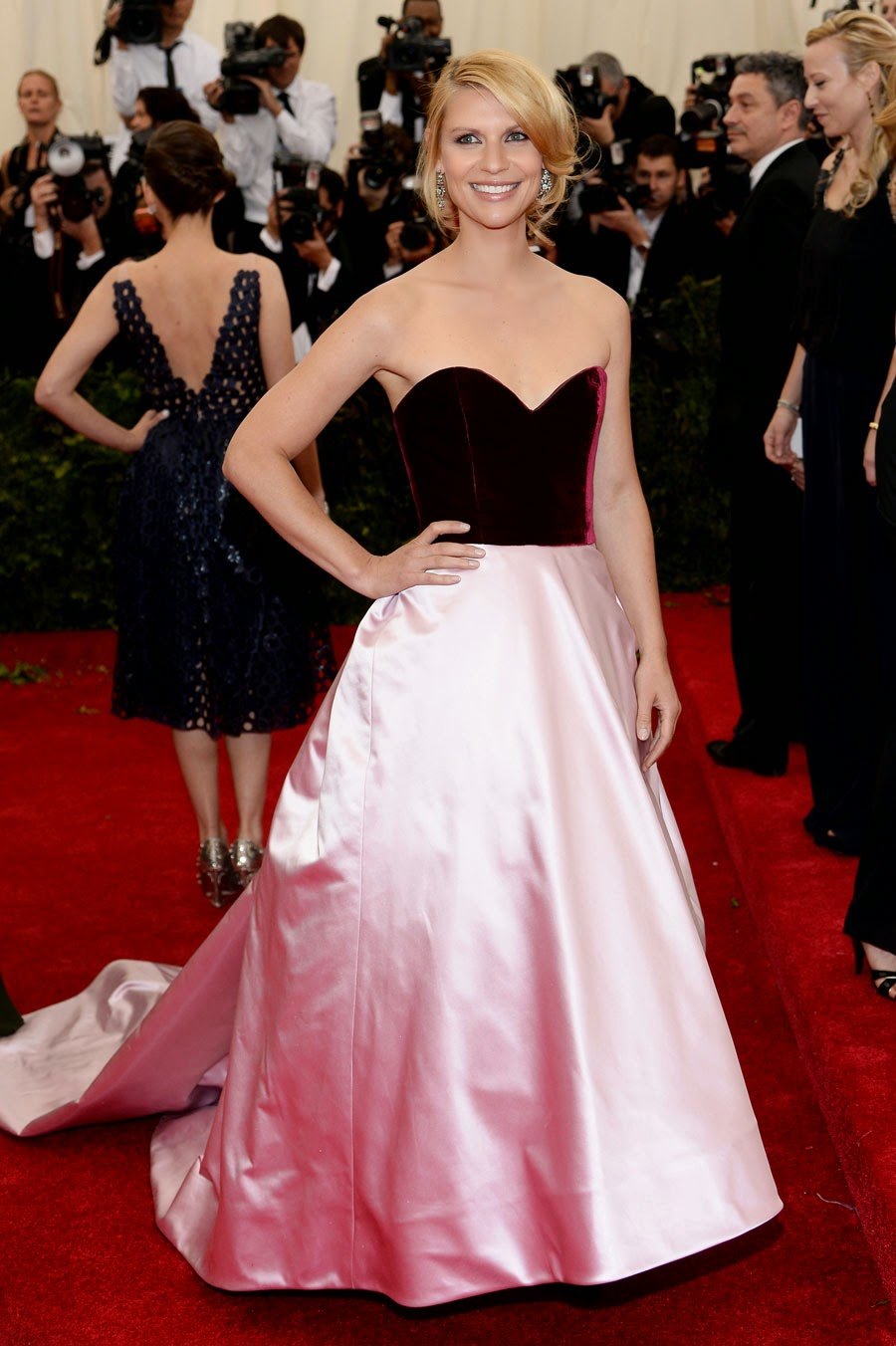 Claire Danes  in  Oscar de la Renta.