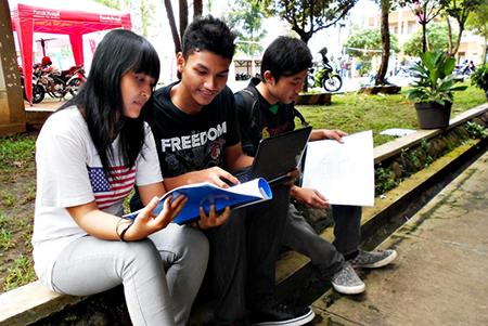 Memahami Perbedaan Belajar di Sekolah dan Perguruan Tinggi