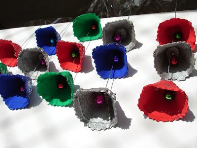 http://eideducacioinfantil.blogspot.com.es/2011/11/campanetes-de-nadal.html