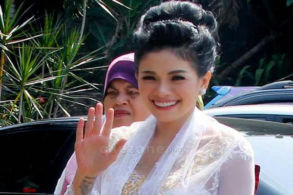 Nikita Mirzani Bikin Tato nama Suami