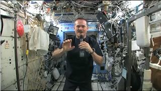 Pano molhado no espaço
