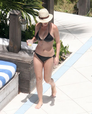 Katy-Perry-Shows-Off-Her-Sexy-Bikini-body