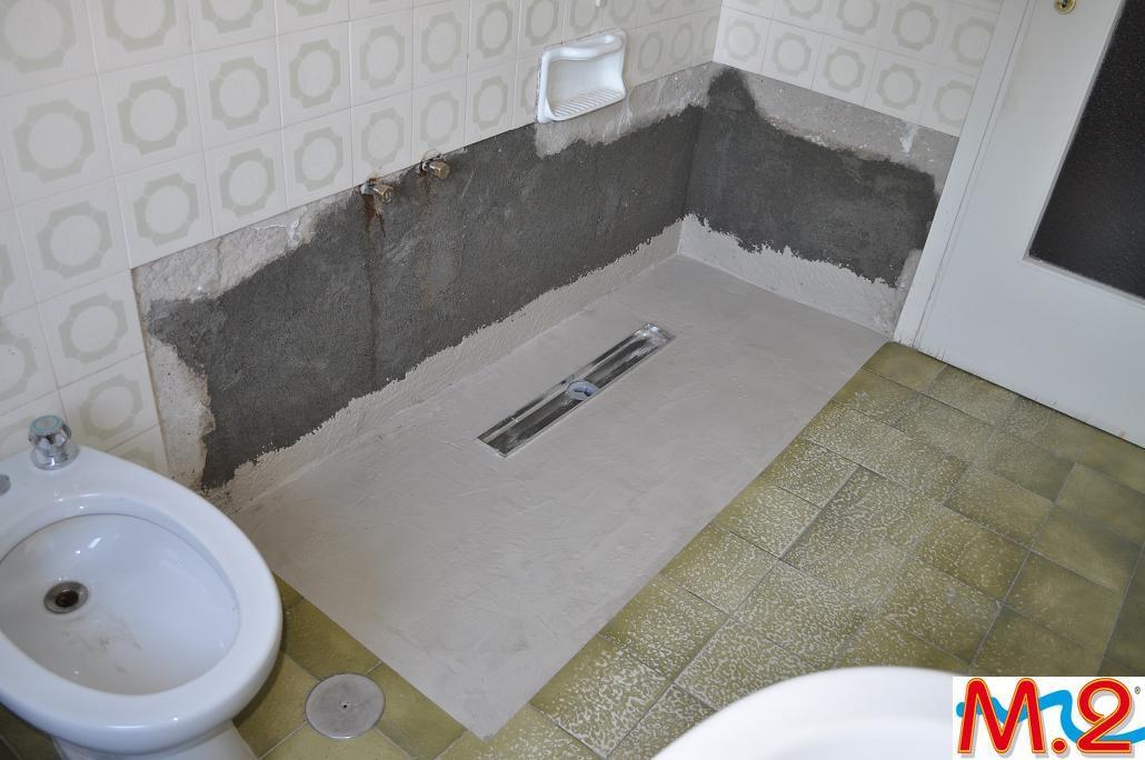 Come montare un piatto doccia senza rompere il pavimento. come