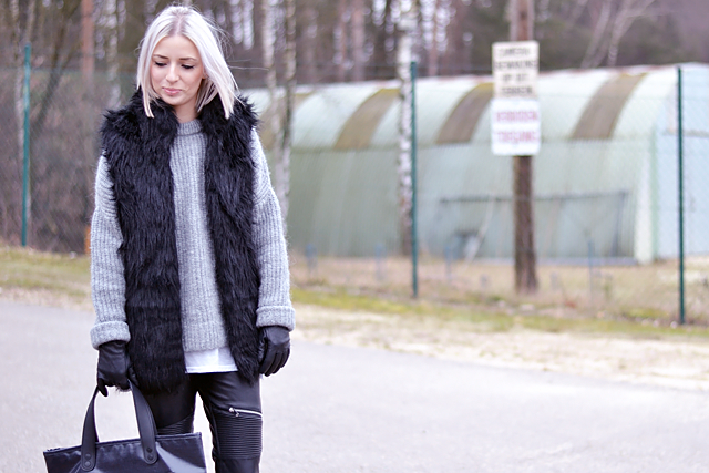 Outfit, Fashionblogger, Fur vest, bershka, grey jumper, zara, Leather pants, biker, zara, zippers, Marc by marc jacobs bag, jeans, denim, white hair, leather gloves