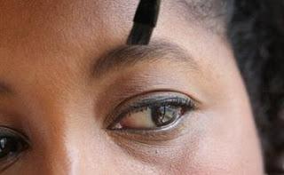 صبغ الحواجب والرموش يسبب العمى  - صبغة