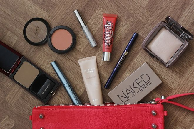 Whats in My Makeup Bag - Beauty Blog