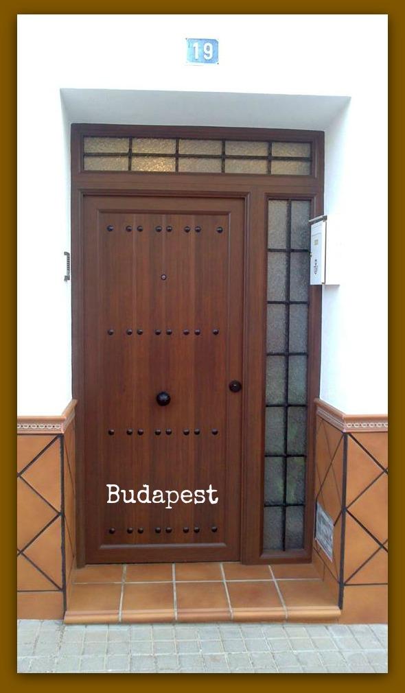 Imitacion madera para fachadas viviendas pavimento for Puertas imitacion madera exterior