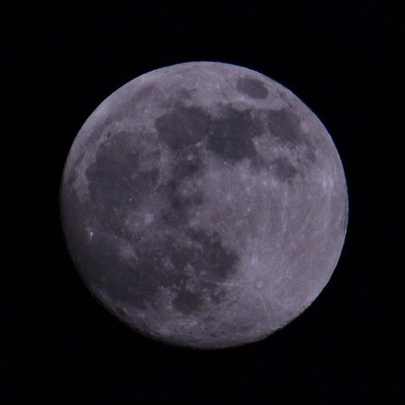 スーパームーン前日の月の写真