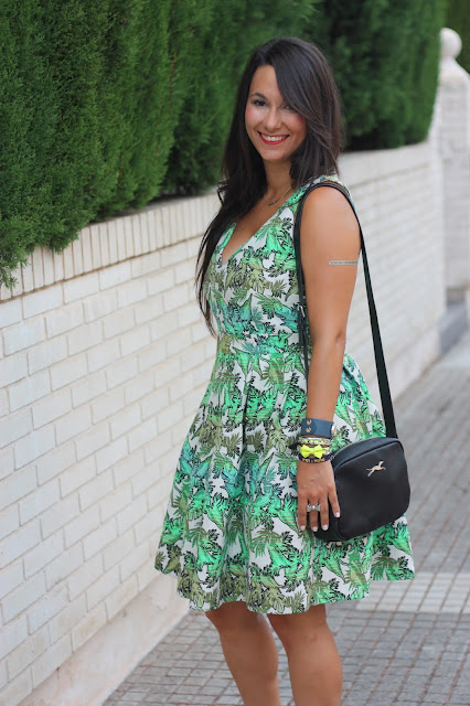 http://silviparalasamigas.blogspot.com.es/2015/08/vestido-palmeras.html