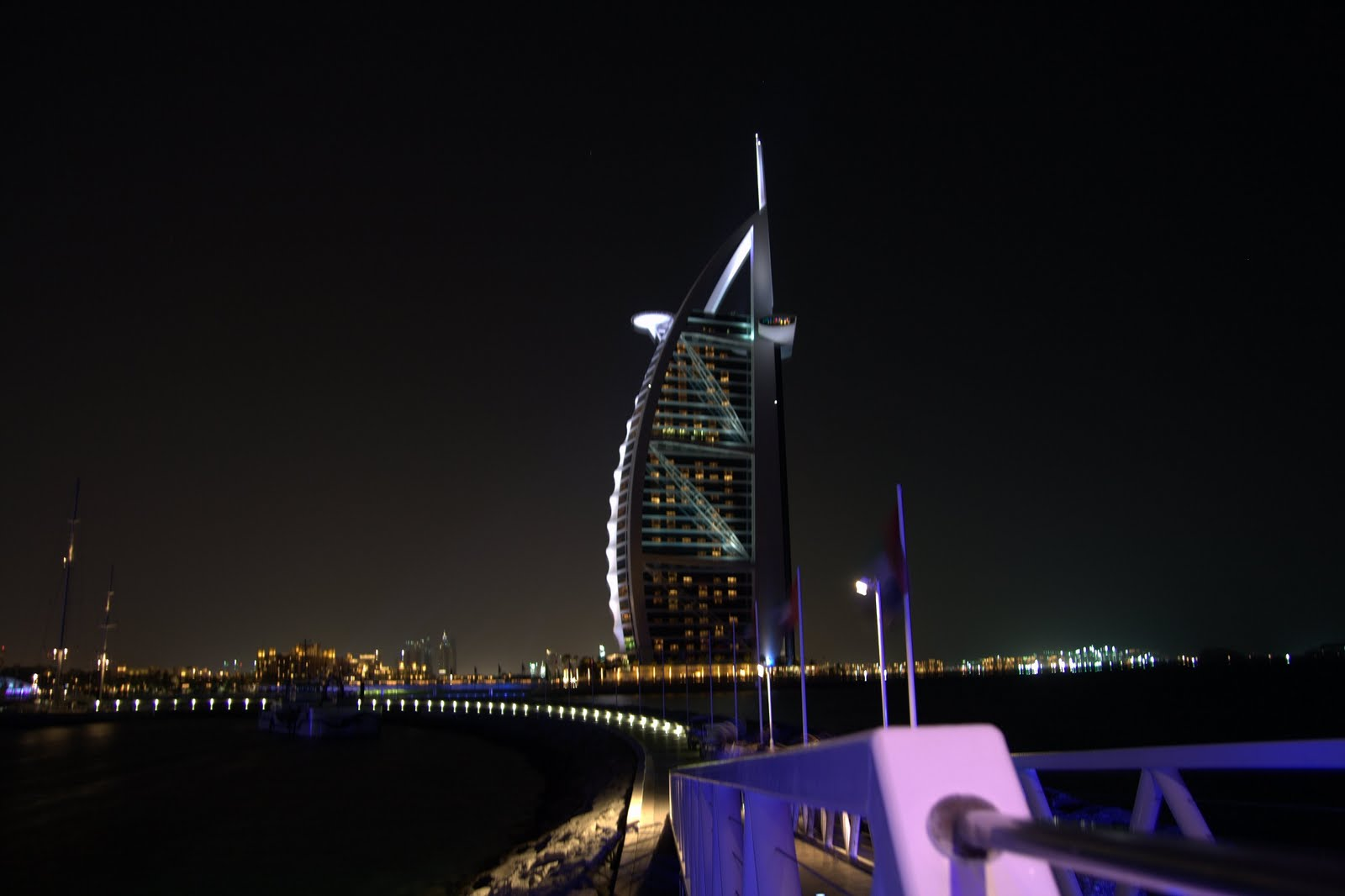 http://4.bp.blogspot.com/-bf4zya61G4E/TgXmqFeQ6XI/AAAAAAAAHm8/lonzdGqhECg/s1600/dubai_burj_al_arab_uae.jpg