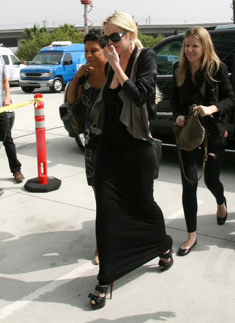 Lindsay Lohan – Candids at Los Angeles Courthouse /></a></td></tr> <tr><td class=