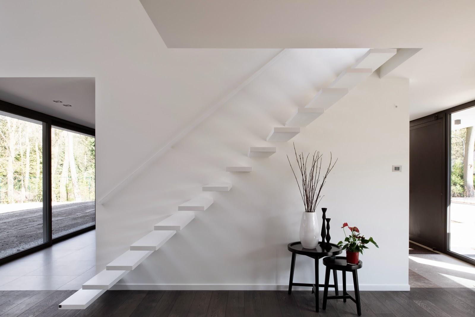 De ultieme design trap corian trap op maat anywaydoors for Trap op maat bestellen