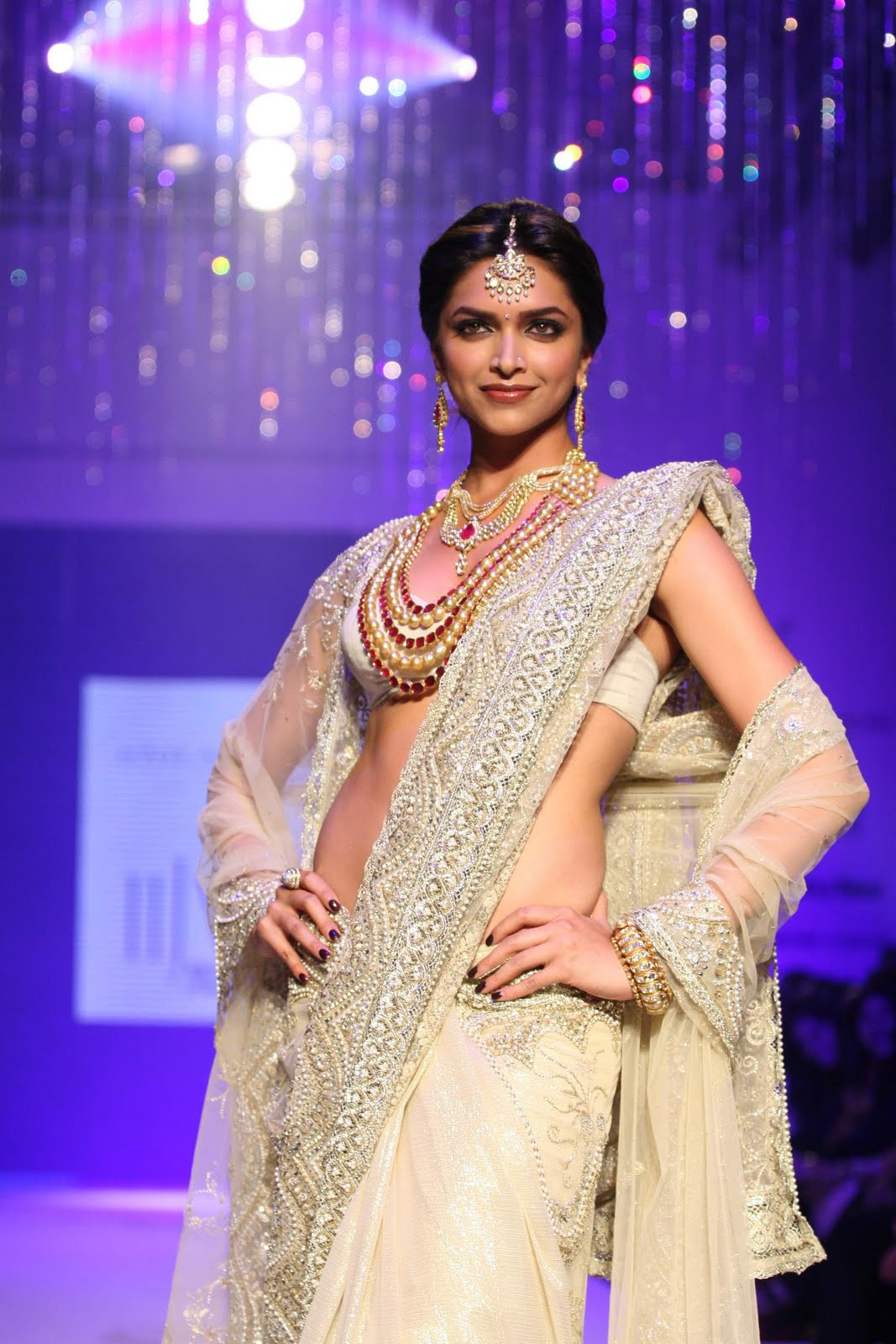 Deepika Padukone In Wedding Dresses 2011 | Guys Fashion ...