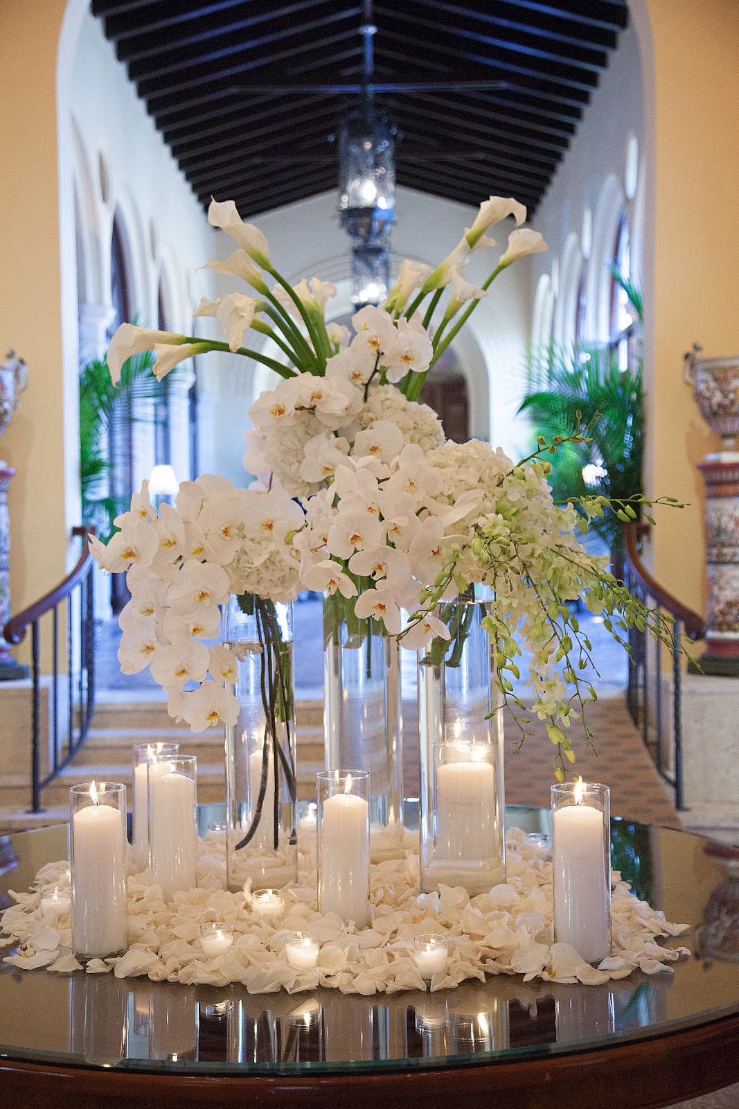 Ocean flowers divine design by guerdy caicedo wedding for Contemporary table centerpieces
