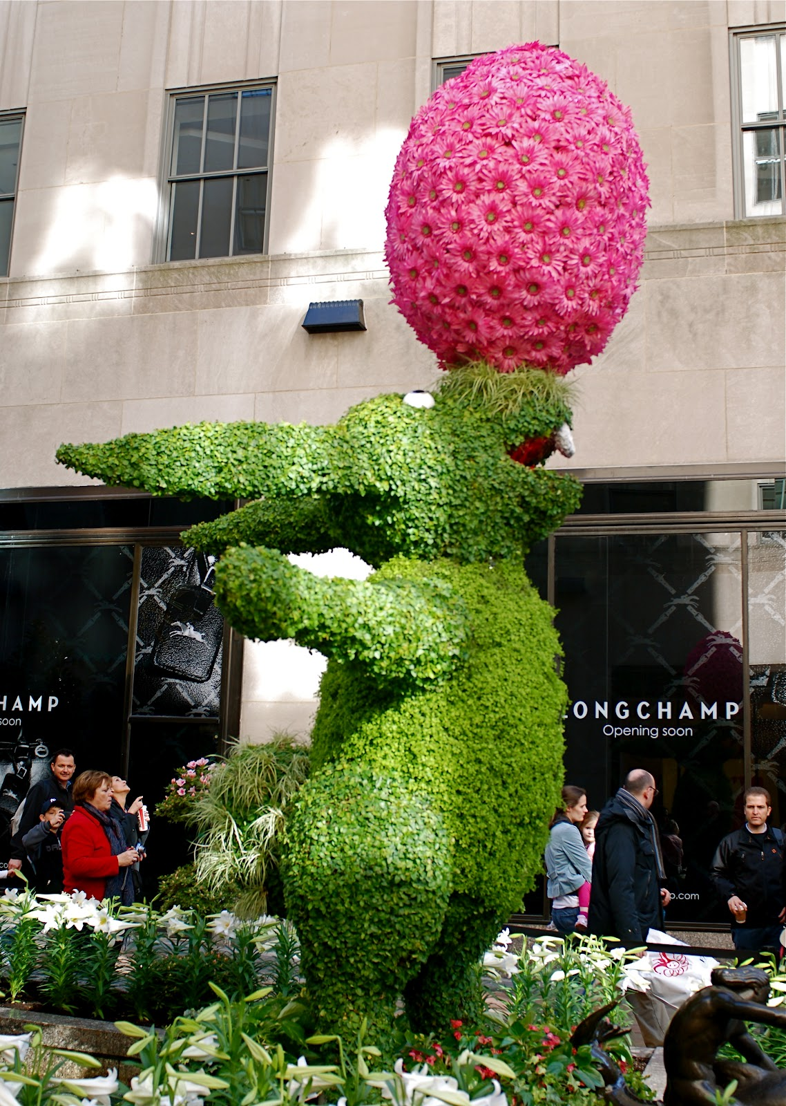 NYC ♥ NYC: Easter Bunny Topiary at Rockefeller Center\'s Channel ...