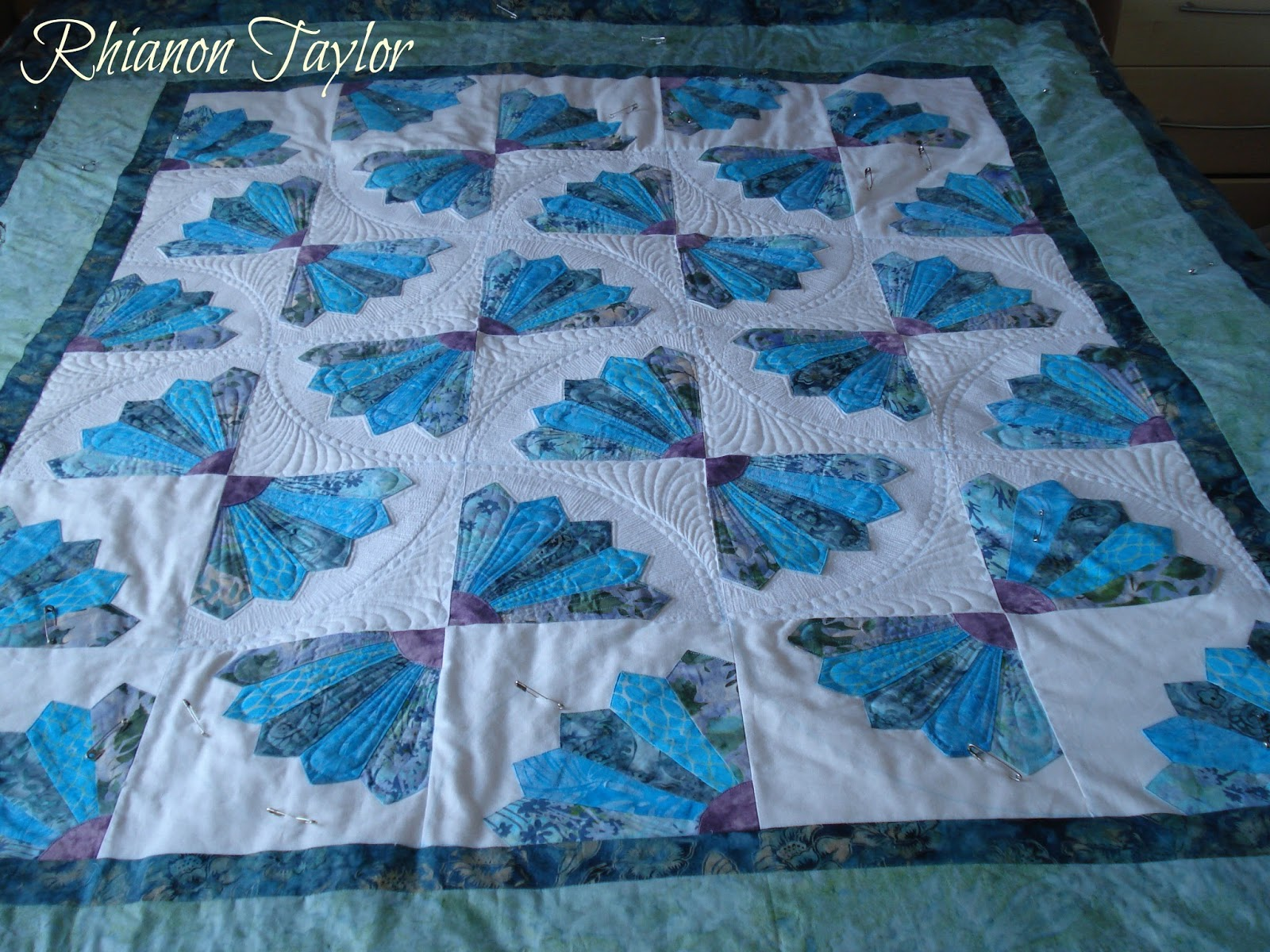 The Nifty Stitcher: Grandmother's Fan Quilt - The Quilting : grandmothers fan quilt - Adamdwight.com