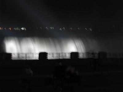 Chris Knits in Niagara: Christmas at the Falls