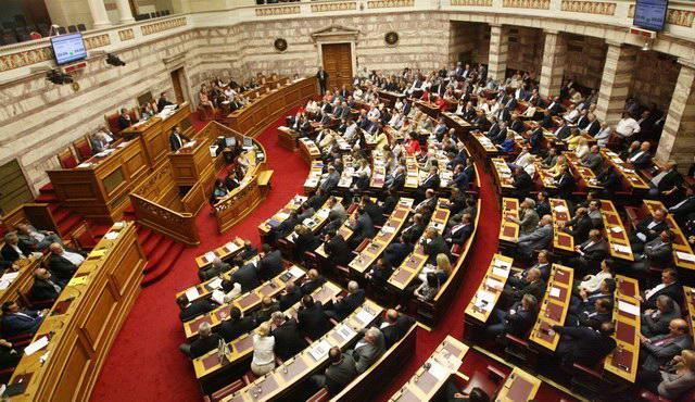 Πέρασε η συμφωνία στη Βουλή με 39 απώλειες για τον ΣΥΡΙΖΑ