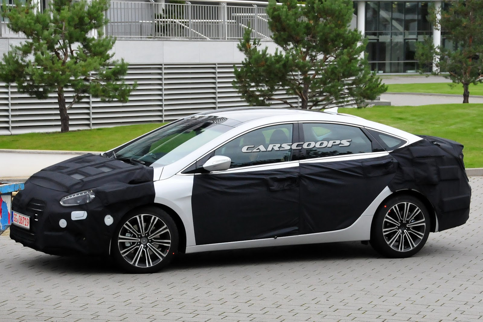 2015 - [Hyundai] i40 Restylée - Page 3 2015-Hyundai-i40-Sedan-FL6