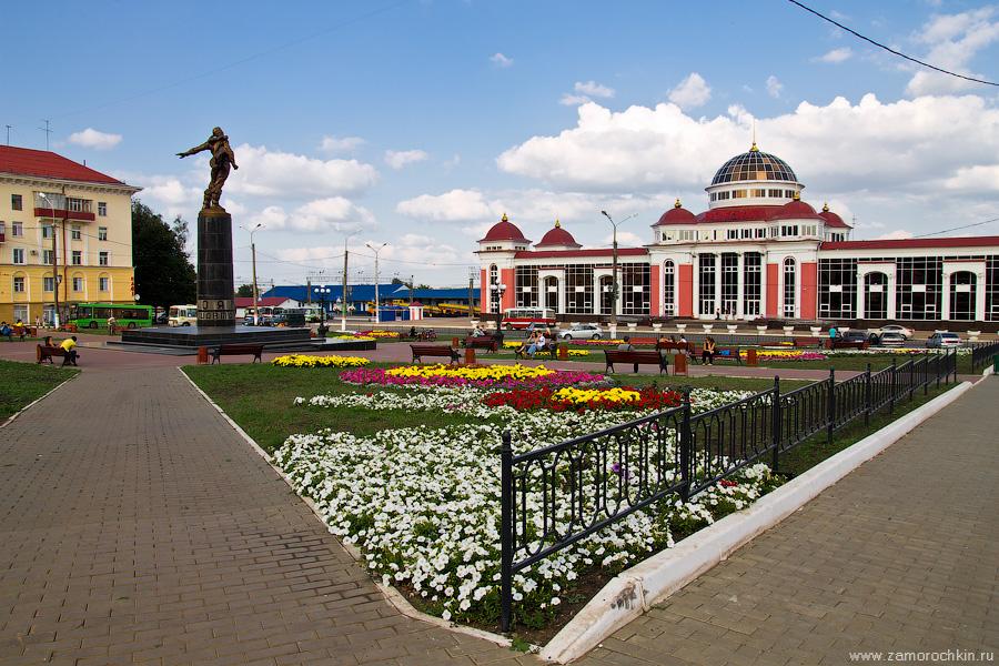 Привокзальная площадь, железнодорожный вокзал, памятник стратонавтам