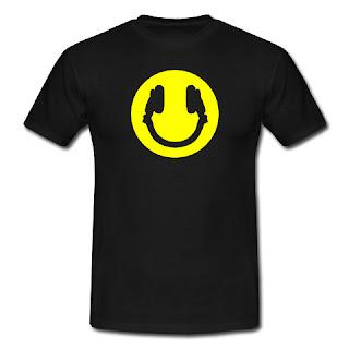 Koszulka słuchawki i uśmiech