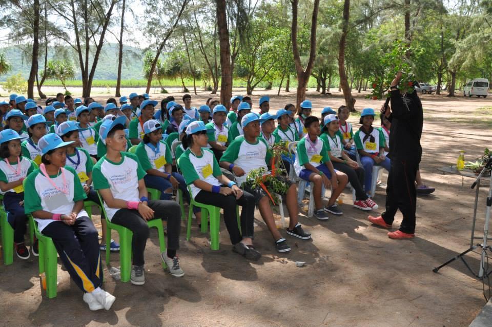 เยาวชนในชุมชนเข้าค่ายวิทยาศาสตร์กับไทยออยล์