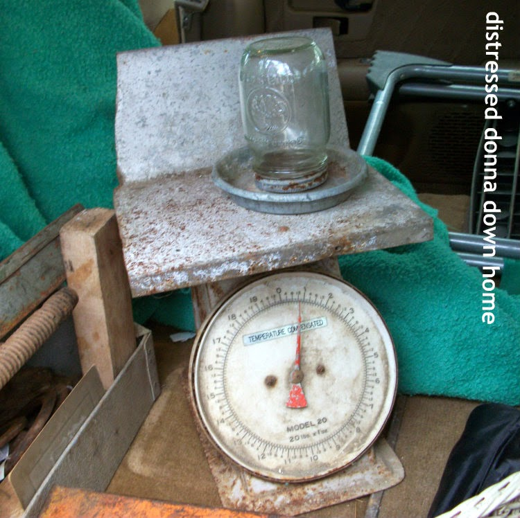 Vintage scale, vintage finds, horseshoes