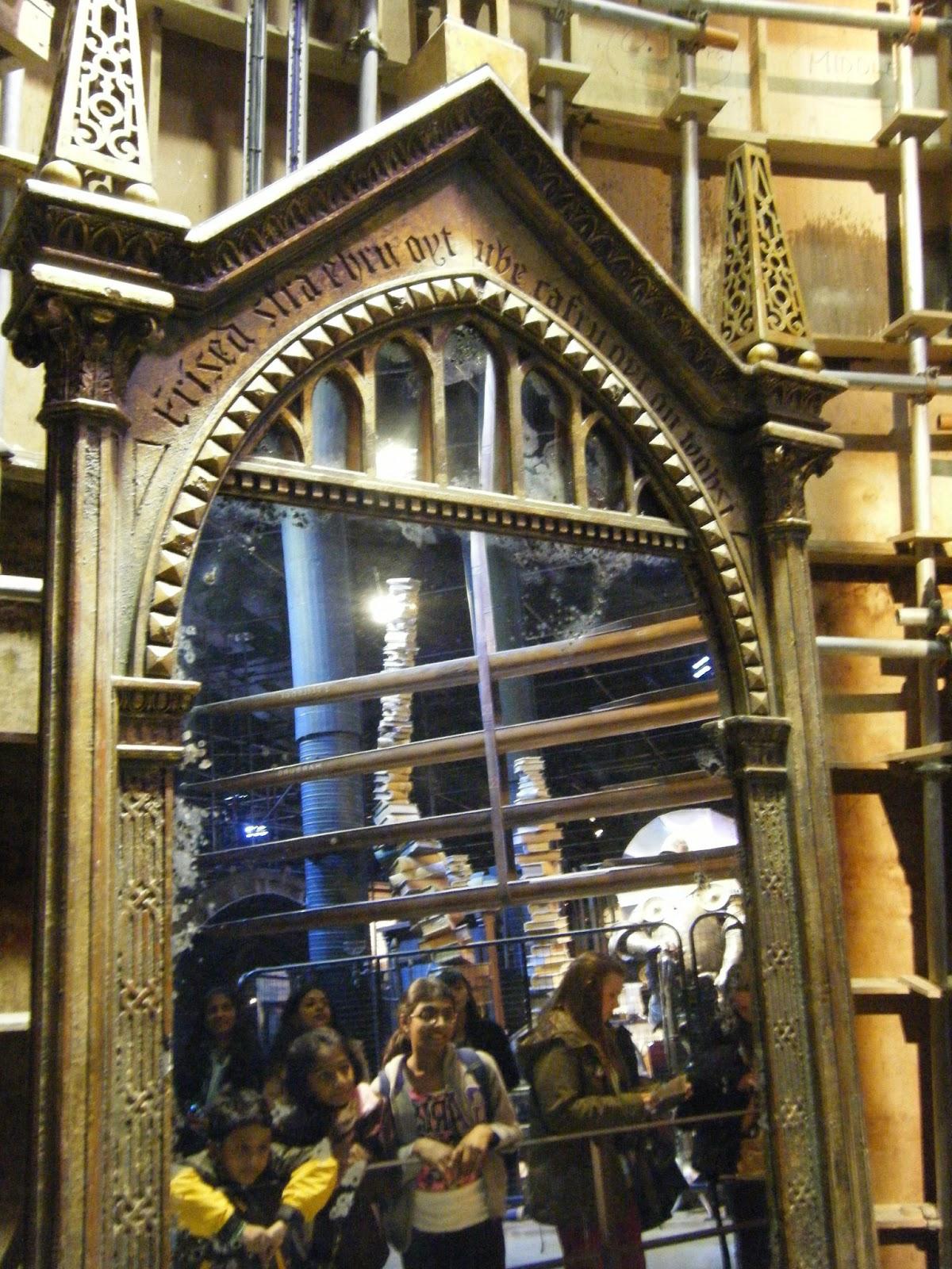 Descalza au lapin agile hogwarts for Espejo harry potter