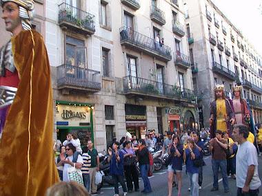 26/09/2010 - ELS GRALLERS DE LA LLACUNA I ELS GEGANTS DE MASQUEFA A LES FESTES DE LA MERCÈ (BCN)