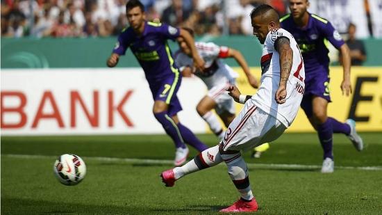 Vidal abriu o placar para o Bayern com gol de pênalti
