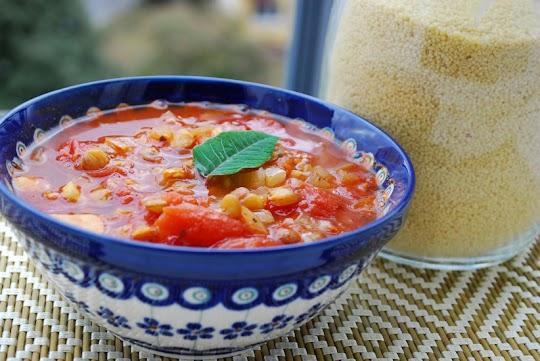 Zupa z soczewicy z pomidorami i kuskus