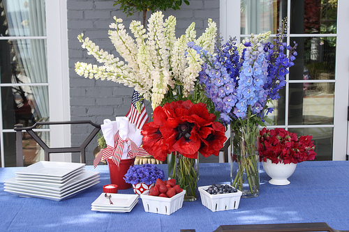 Labor Day party ideas red white blue arrangement